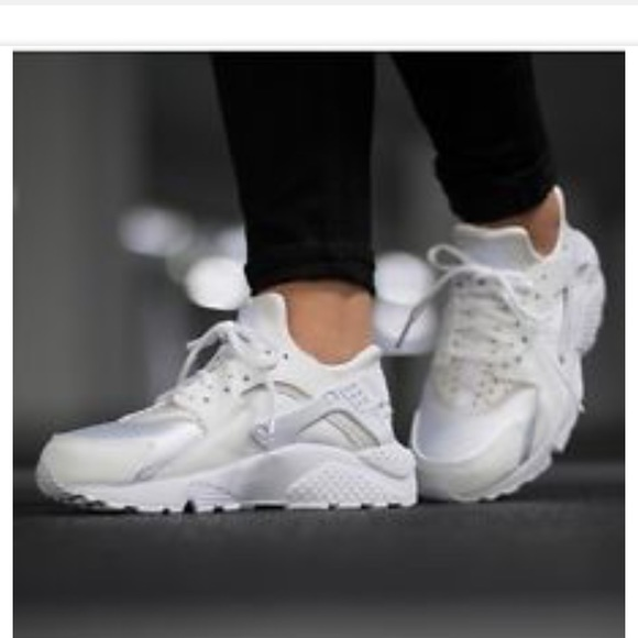 732357d39079 Nike Air Huarache Run   634835 108 Triple White. M 5b1413d69519966ce2301e50